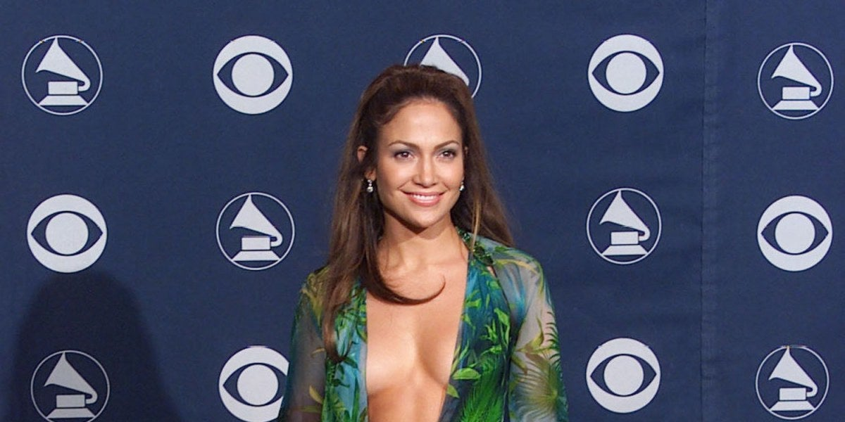 Jennifer Lopez con el icónico vestido de Versace