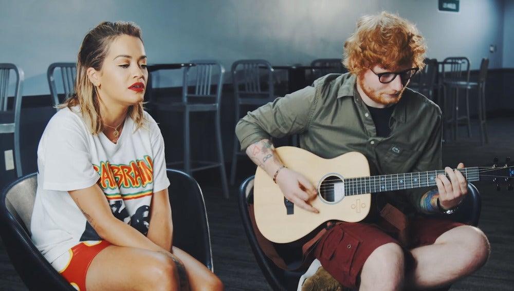 Rita Ora y Ed Sheeran interpretan en acústico 'Your Song'