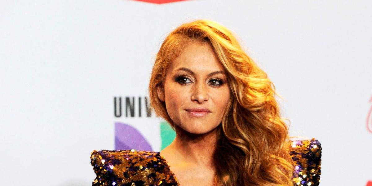 Paulina posa en los Latin Grammy 2011