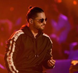 Maluma durante su actuación en los Premios Juventud 2017