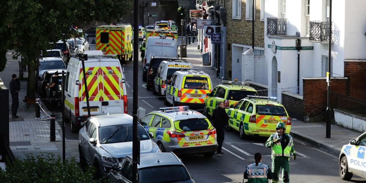 Varias ambulancias y coches de policía en Londres