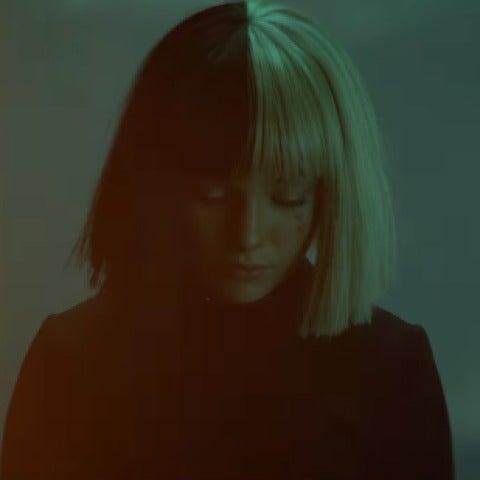 Maddie Ziegler protagoniza el vídeo de 'Rainbow', la nueva canción de Sia para la película 'My Little Pony'