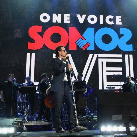 Marc Anthony y Alejandro Sanz durante su actuación en Somos Live!