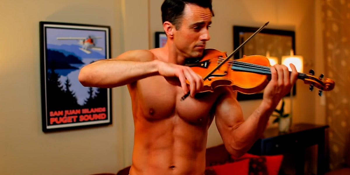 Matthew Olshefski, el violinista sin camiseta