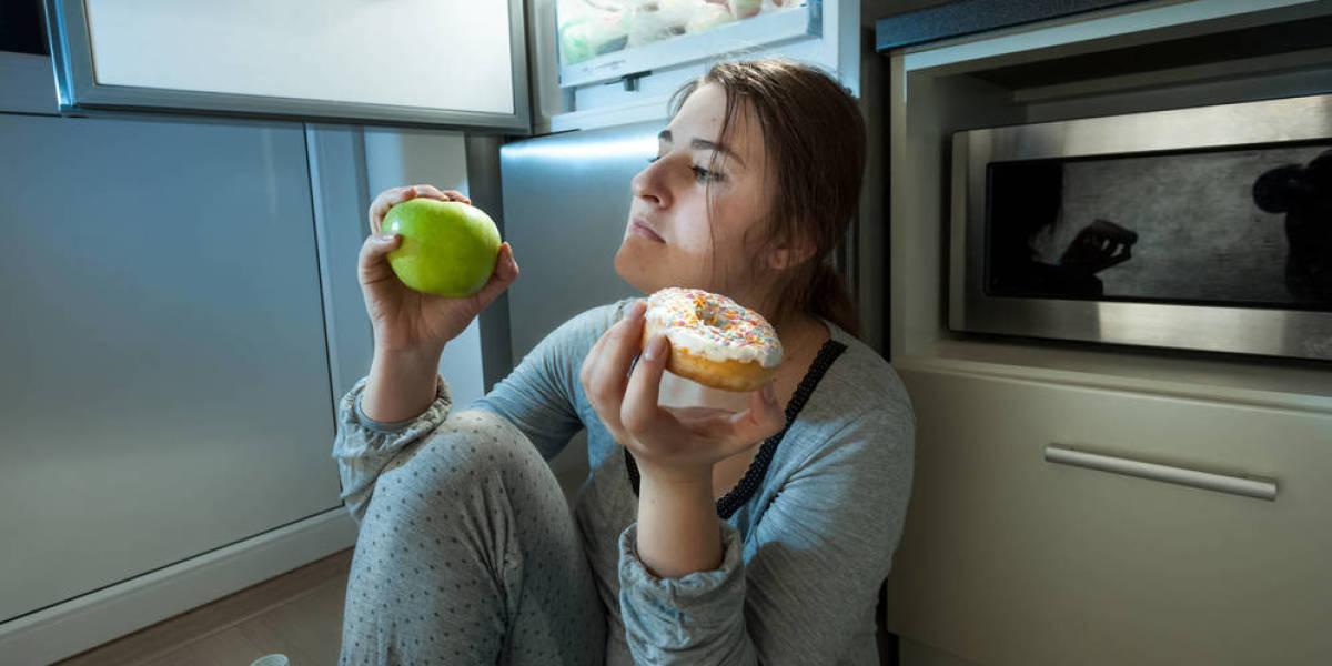 Comer a medianoche es peligroso para la salud