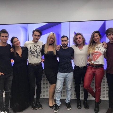 El grupo juvenil Ender con el equipo de Ponte a Prueba