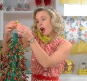 Sia en el videoclip de 'Santa's Coming For Us'