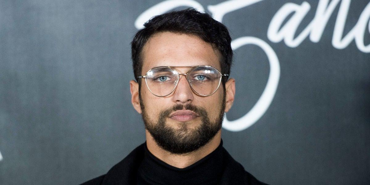 Jesús Castro también apuesta por las gafas de moda