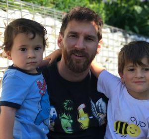 Leo Messi junto a sus hijos Mateo y Thiago