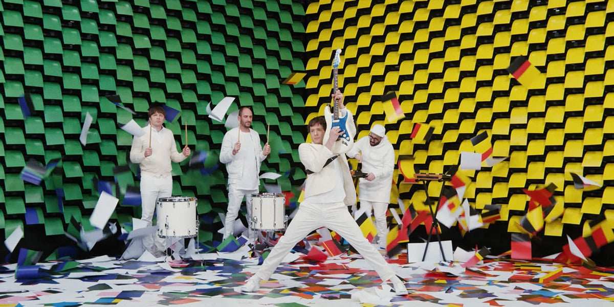 OK Go en el videoclip de 'Obsession'