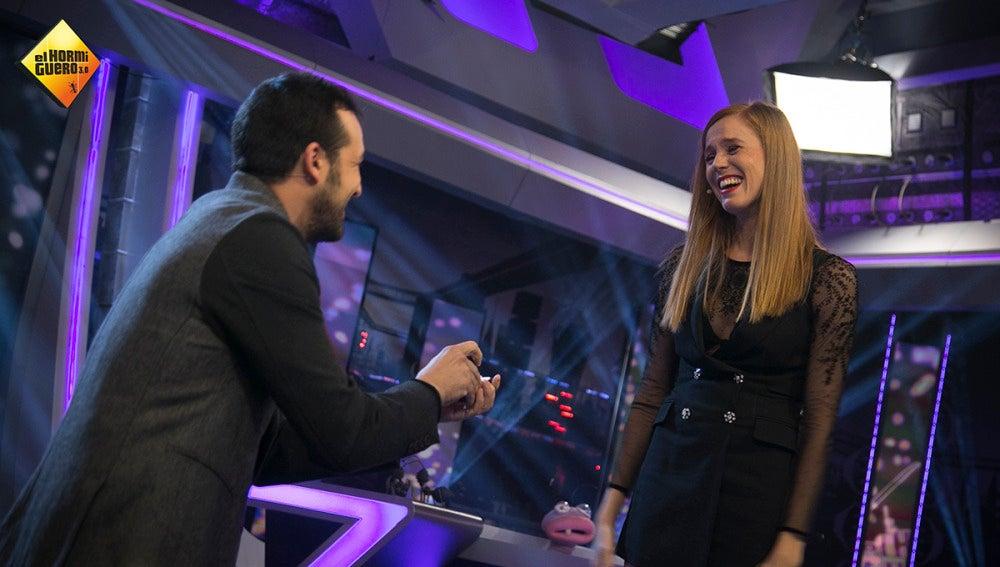 El novio de María Castro le pide matrimonio por sorpresa en directo