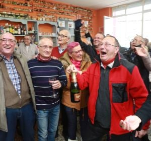 La Asociación de la Tercera Edad de la localidad zaragozana de Alagón celebra 'El Gordo'