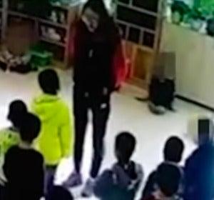Profesora maltrata a sus alumnos en clase