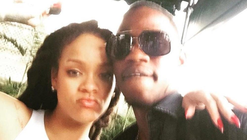 Rihanna junto a su primo pequeño