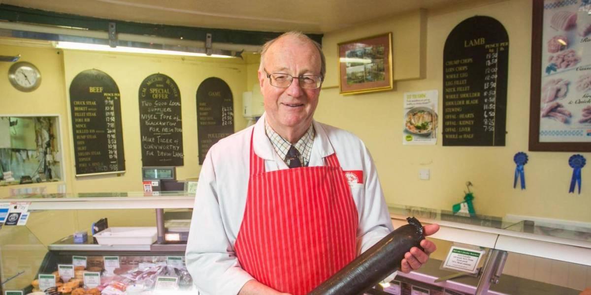 Christopher McCabe en su carnicería en Devon (UK)