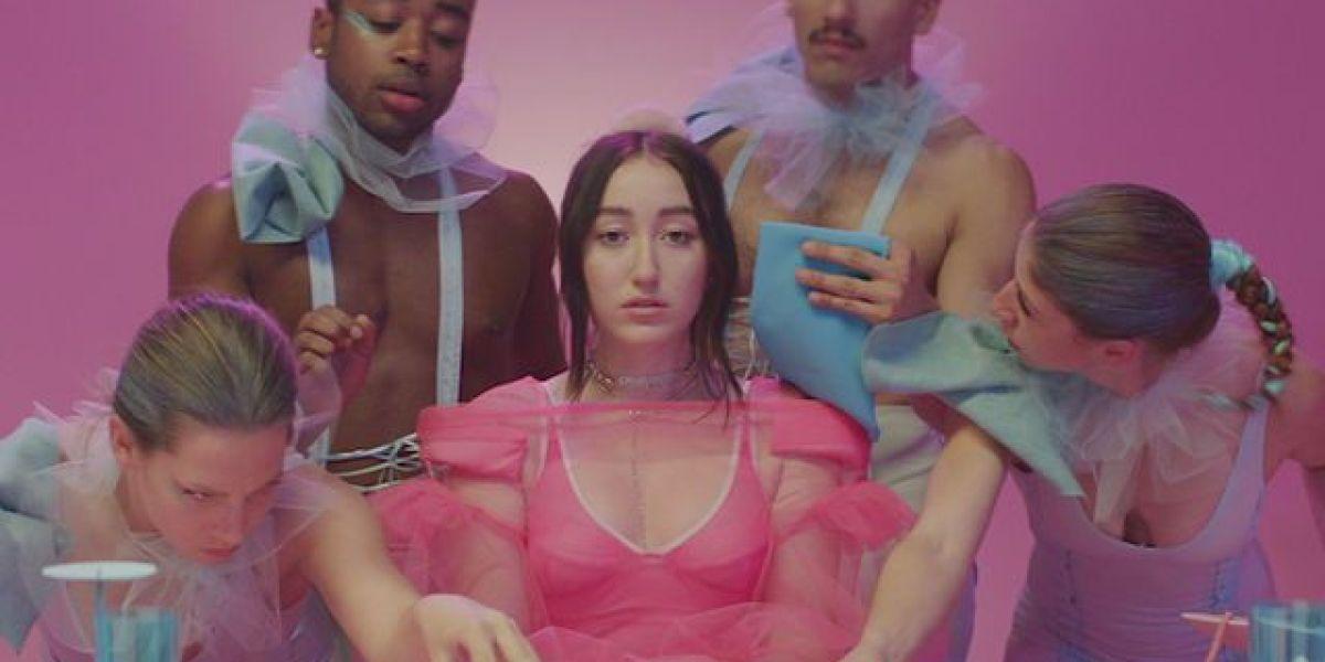 Noah Cyrus lanza un colorido vídeo para 'My Way'