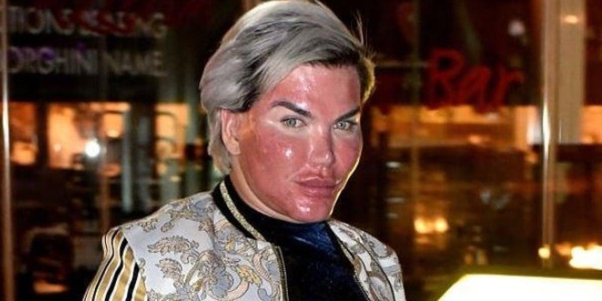 El Ken humano se abrasa la cara con un peeling químico