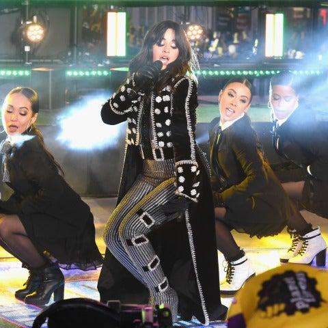 Camila Cabello durante su actuación en Times Square en Nochevieja 2017