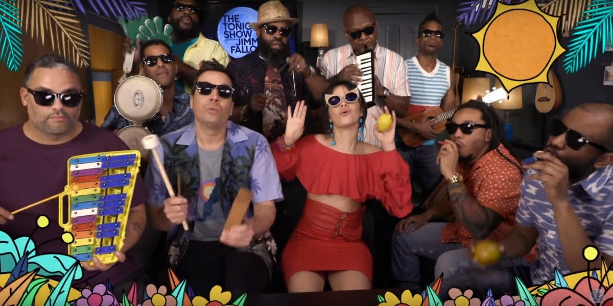 Camila Cabello, Jimmy Fallon y The Roots interpretando Havanna con instrumentos infantiles