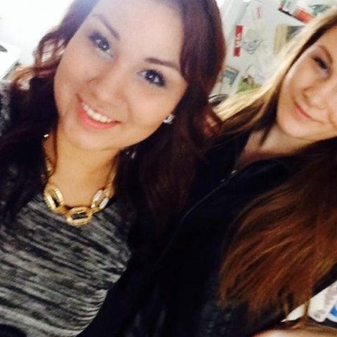 Cheyenne posa junto a su amiga Brittany, 4 horas antes de asesinarla.
