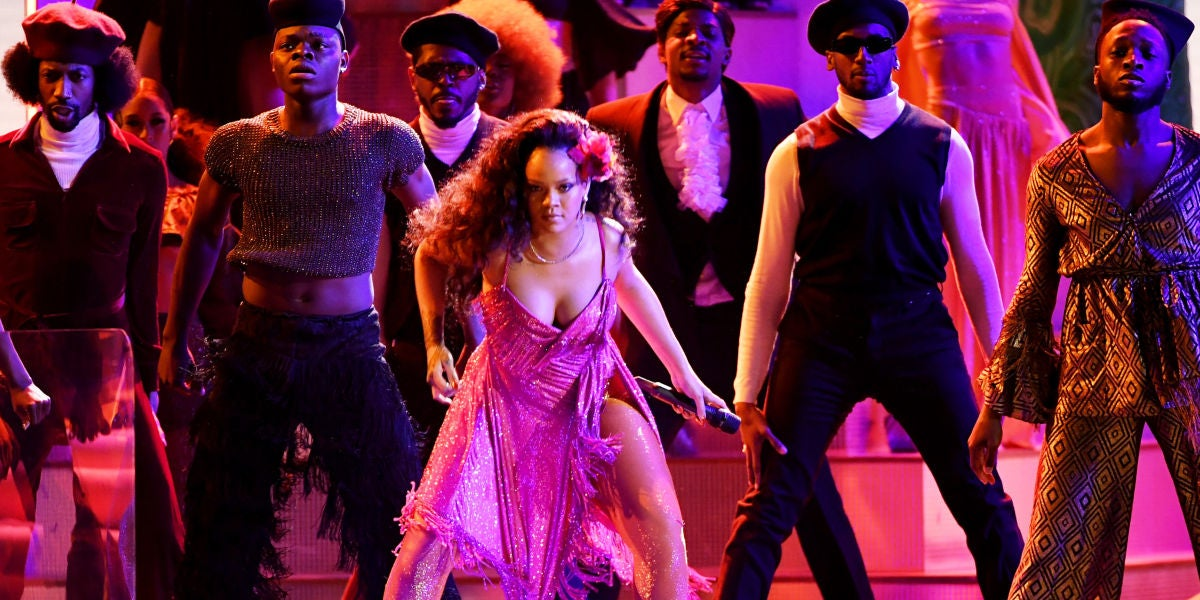 Rihanna interpreta 'Wild Thoughts' en los Grammy 2018