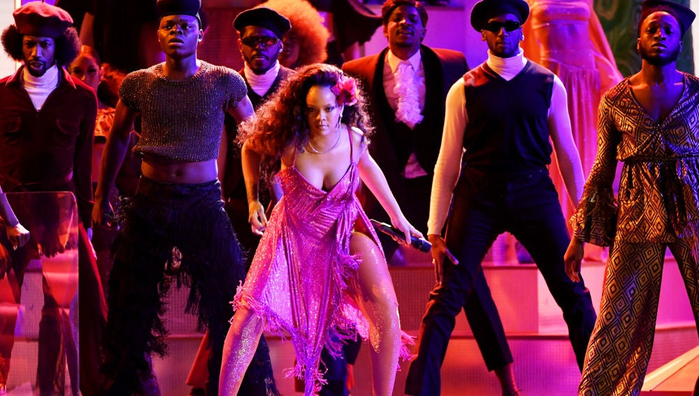 Rihanna interpreta 'Wild Thoughts' en los Grammy 2018