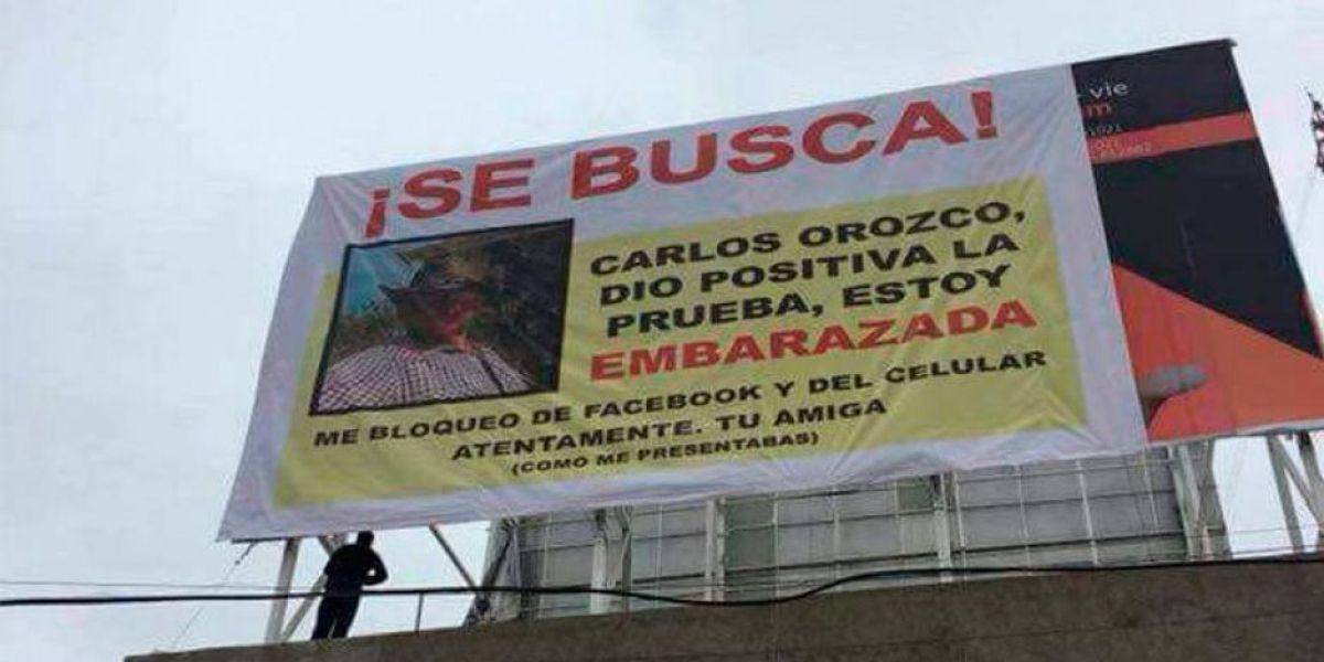 """""""Carlos, estoy embarazada"""", el cartel con el que una mujer busca a su novio irresponsable"""