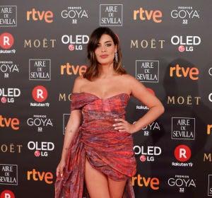 Dulceida con un vestido asimétrico con cola de Ze García