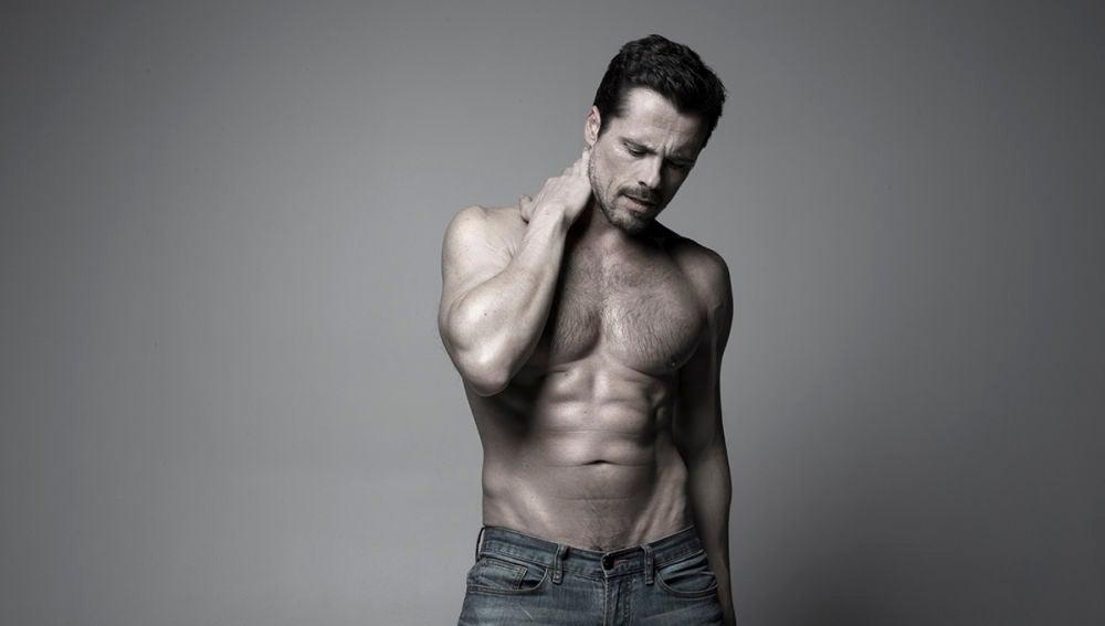El actor Octavi Pujades posa para Men's Health