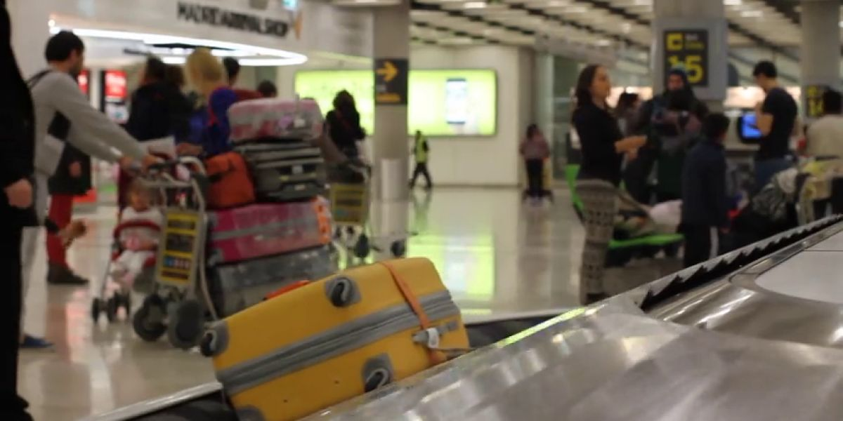 Dos detenidos en Barajas por recoger maletas con cocaína