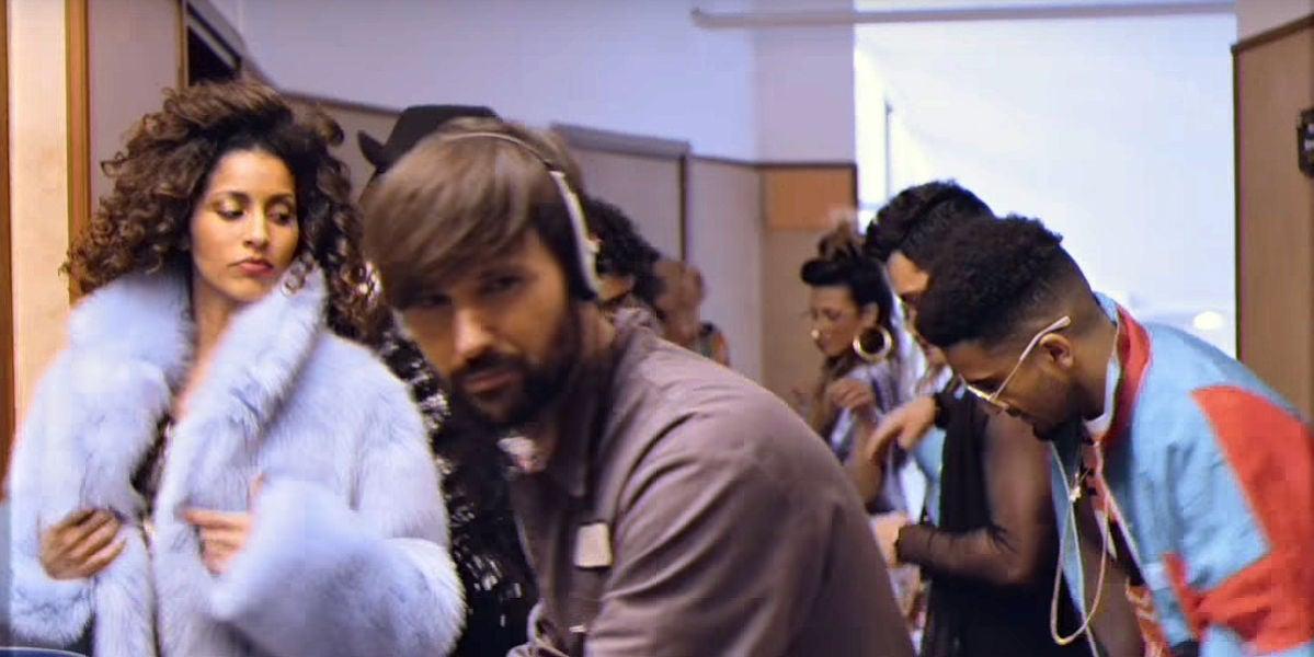 David Otero en el ochentero videoclip de 'Jardín de flores'