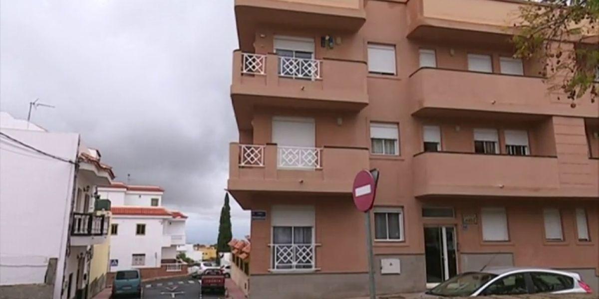 Fallece un joven al intentar escalar por la fachada del edifico donde vivía