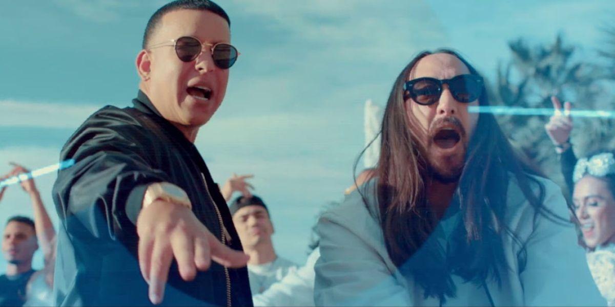 Daddy Yankee y Steve Aoki en el vídeo de 'Azukita'