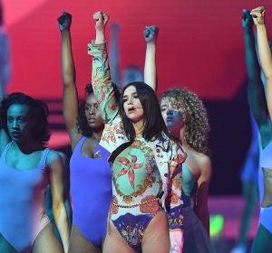 Dua Lipa en los Brit Awards 2018