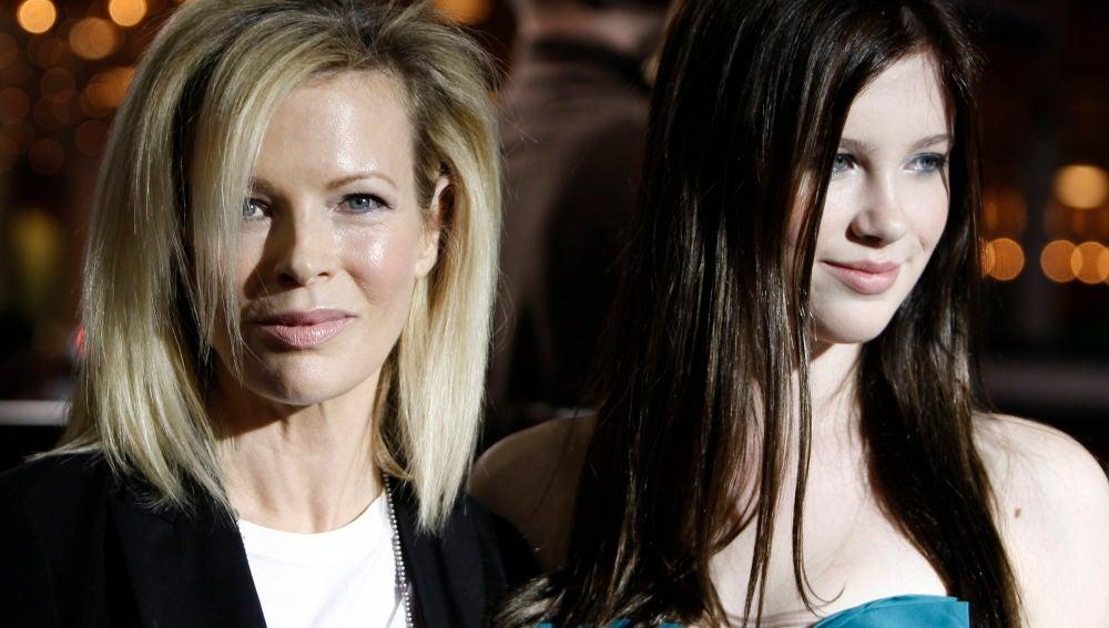 Kim Basinger junto a su hija Ireland Baldwin