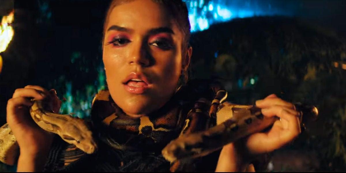 """La sensualidad de Karol G inunda el video de """"Pinneapple"""""""