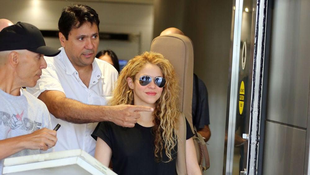 Shakira llega a Miami recibida por sus fans