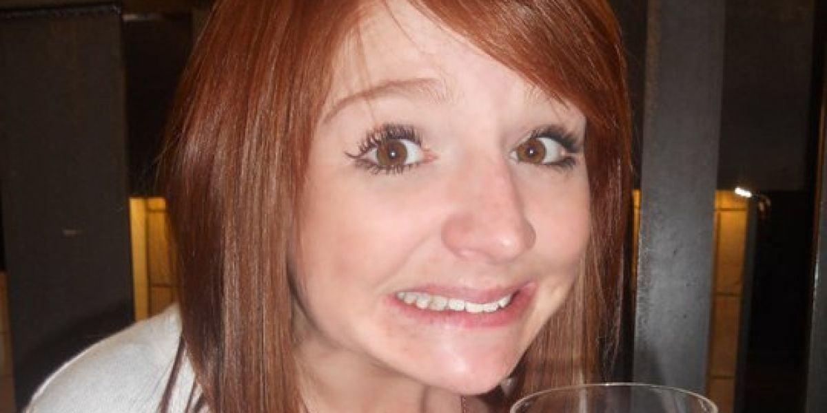 Adele Smith se tatuó los pechos con 18 años