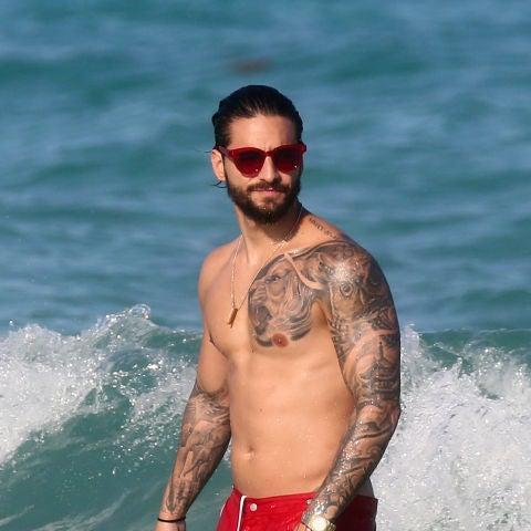 Maluma enseña su cuerpazo en la playa