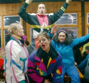 Fiesta Après Ski para colorido videoclip de 'The Club', lo nuevo de Hinds