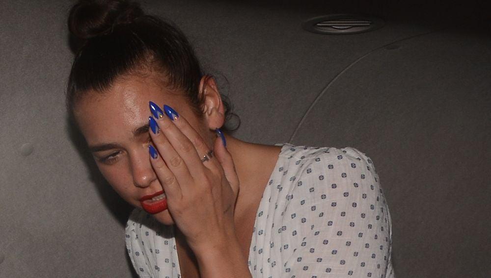 Dua Lipa no quiere enseñar su cara tras pasar por el dentista
