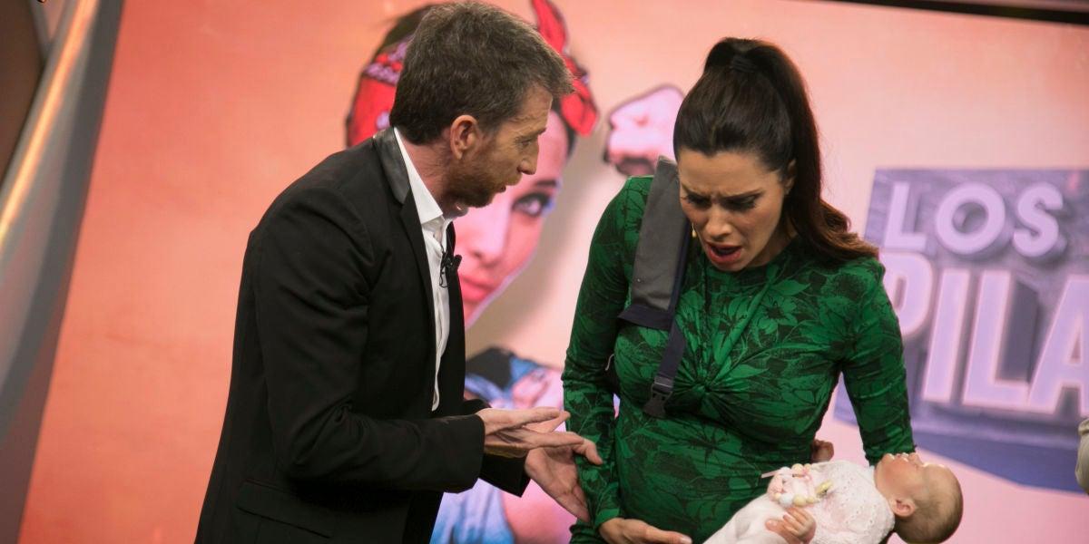 """Pilar Rubio, asusta a Pablo Motos con un parto en directo en 'El Hormiguero 3.0': """"He dilatado un centímetro"""""""