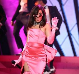 Camila Cabello durante su actuación en los Premios  iHeartRadio Music 2018