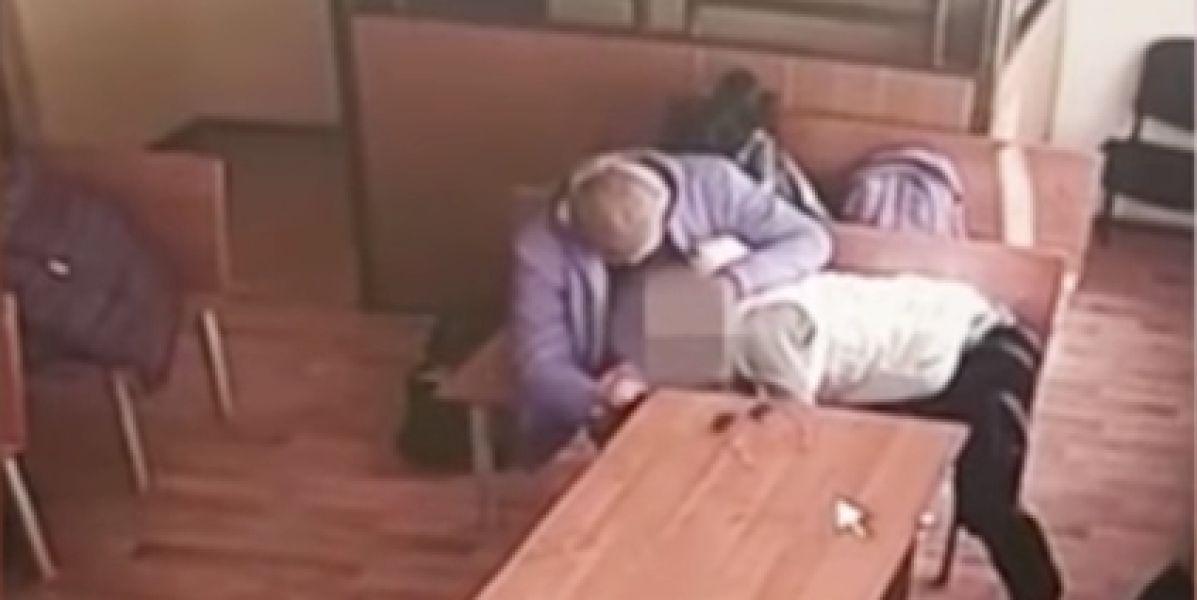 Pillados teniendo sexo oral mientras esperaban veredicto de un juez