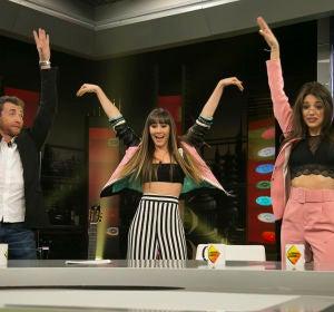 Aitana y Ana Guerra enseñan a Pablo Motos cómo bailar su single, 'Lo malo'
