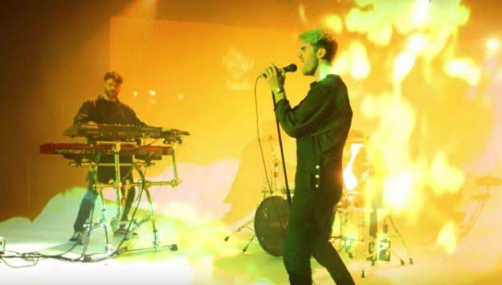 The Chainsmokers en el videoclip de 'Everybody Hates Me'