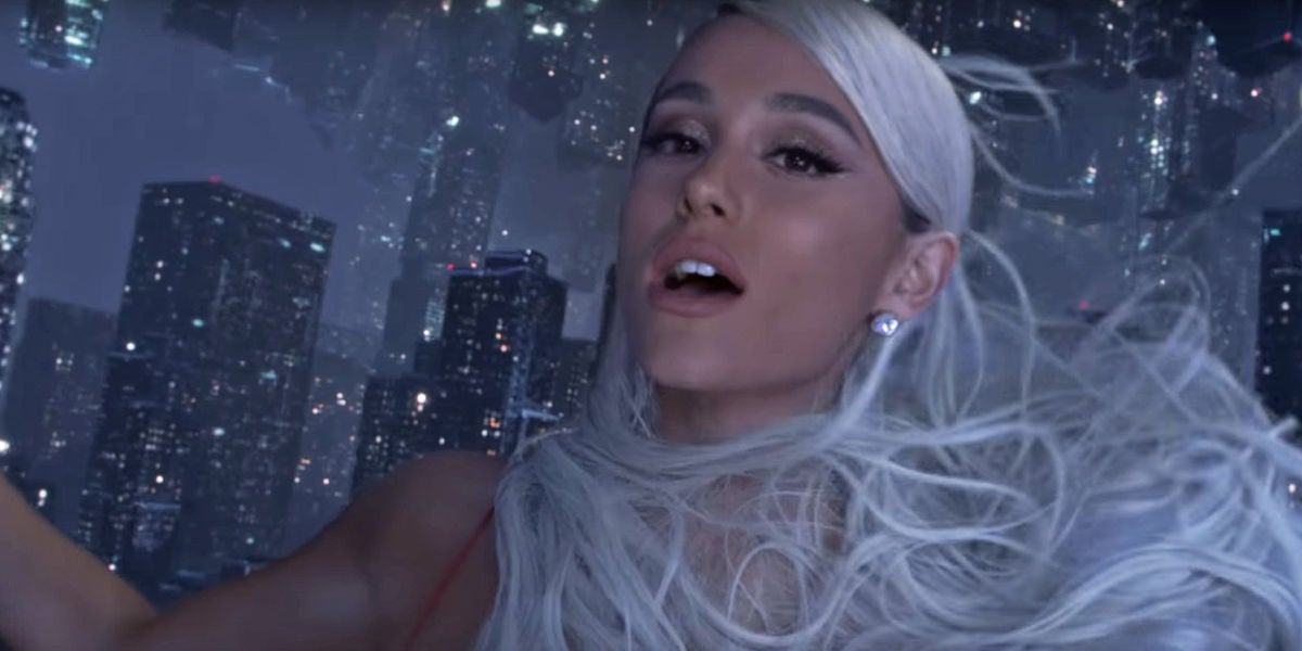 Ariana Grande en el videoclip de 'No Tears Left To Cry'