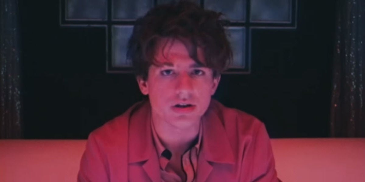 Charlie Puth en el vídeo de 'Done For Me'