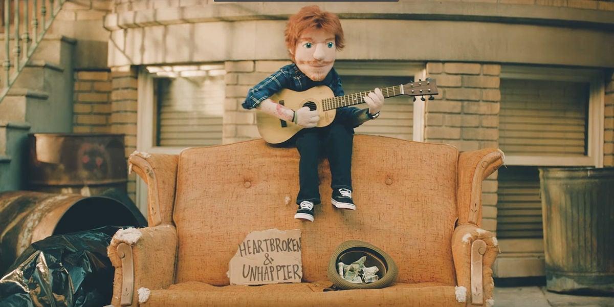 Ed Sheeran convertido en marioneta en el videoclip de 'Happier'
