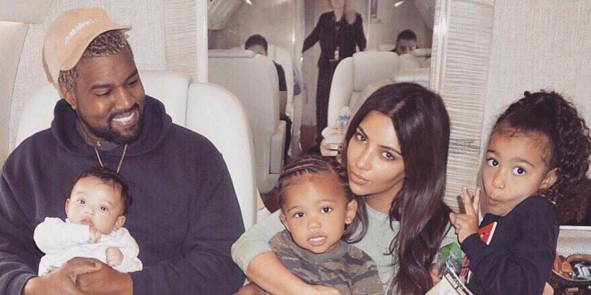 Kim Kardashian y Kanye West junto a sus hijos